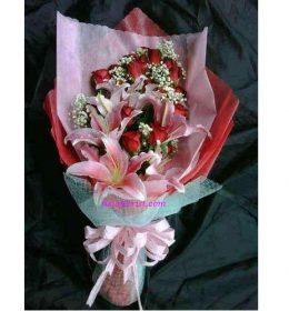 Buket Bunga Di Jakarta adalah salah satu produk rangkaian bunga yang di kerjakan toko bunga fielaflorist sejak 25 tahun silam.
