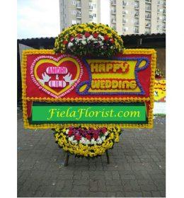 Bunga Papan Jakarta Ucapan Happy Wedding dirangkai untuk mampu mewakili isi hati anda untuk sepasang anak manusia mengikat janji setia.