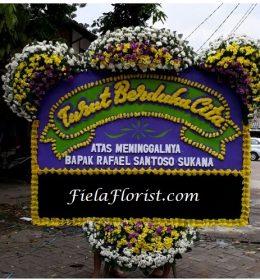 Bunga Papan Jakarta Ucapan Turut Berduka Cita dirangkai dengan rasa belasungkawa yang dalam dan ikut merasa kehilangan.